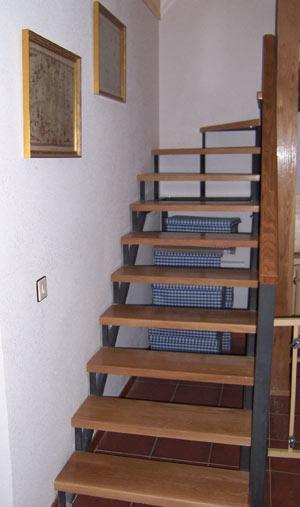 Servicios ebanisteria carpinteria muebles a medida segovia for Muebles para escaleras madera
